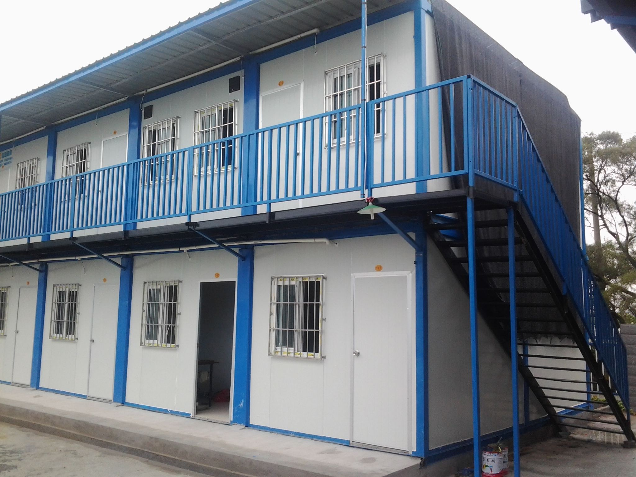 The service life of color steel plate,prefabricated house